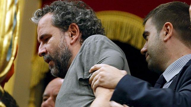 El juez dice que la protesta de Willy Toledo en el Congreso no fue delictiva