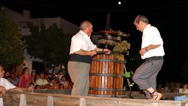 Pisá de la uva en la Fiesta de la Vendimia del año pasado