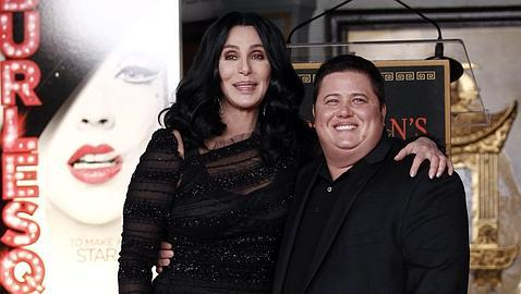 Cher defiende la participación de su hijo transexual en el «Mira Quién Baila» norteamericano