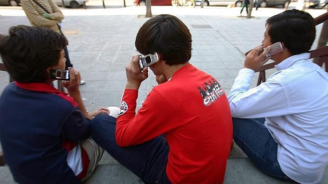 Los adolescentes adictos a las nuevas tecnologías se vuelven más ariscos y ansiosos