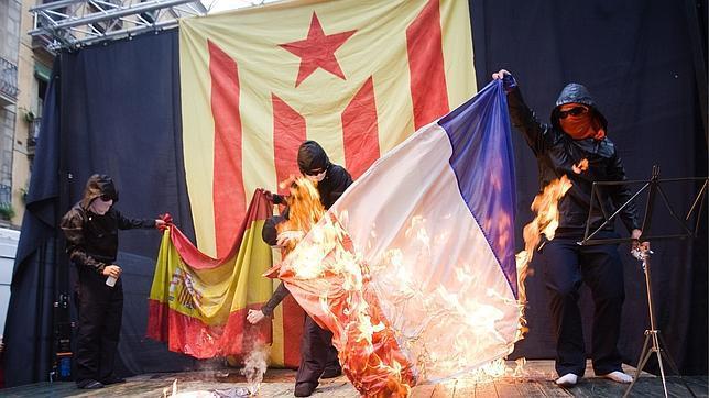 Resultado de imagen de quema bandera española y francesa
