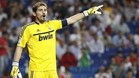Casillas sube sus «cantadas» a Facebook