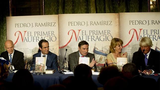 Pedro J. Ramírez viaja de la sangre a la furia en «El primer naufragio»