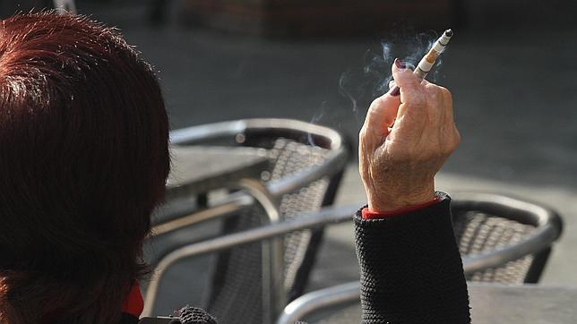 Fumar adelanta diez años el ictus