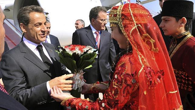 ... Y Sarkozy está de viaje oficial en Azerbayán