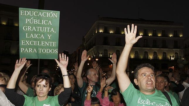 Miles de padres y alumnos se manifiestan por la escuela pública en Madrid