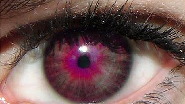 personas ojos violetas naturales