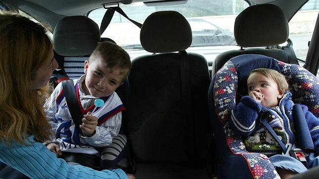La mala utilizaci n de las sillas de ni os en el coche for Sillas auto ninos