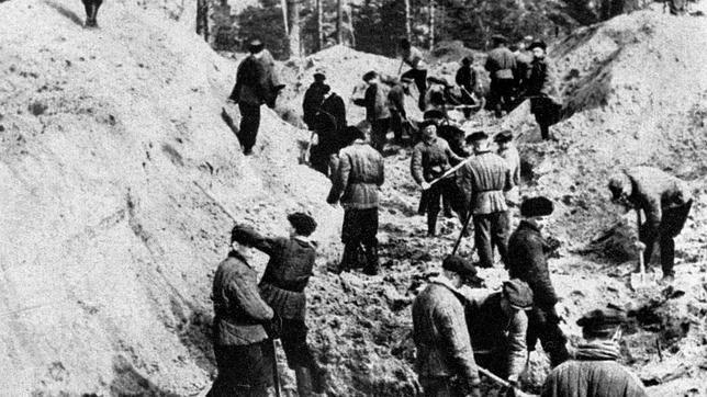 El nieto de Josef Stalin demanda a una televisión por decir que su abuelo autorizó la masacre de Katyn