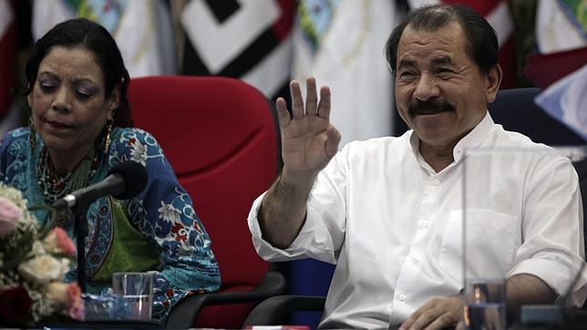 Daniel Ortega y su esposa, Rosario Murillo, durante un reciente acto de campaña en Managua