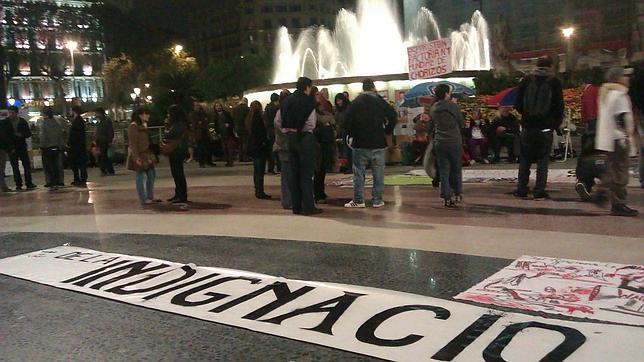 Los indignados vuelven a tomar la plaza Cataluña y se quedarán hasta el 20-N