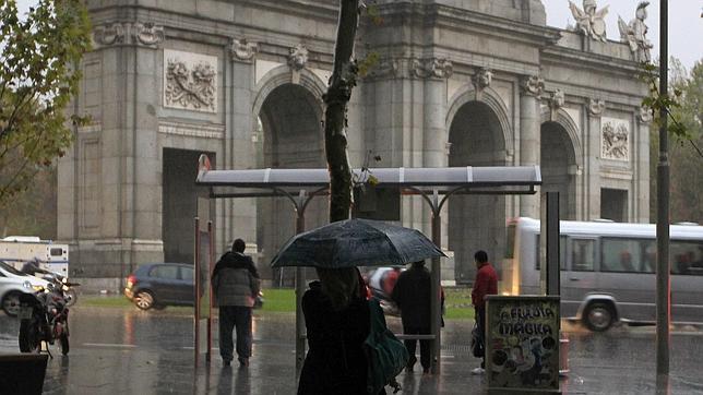 Lluvia en la puerta del sol de madrid for Puerta del sol hoy en directo