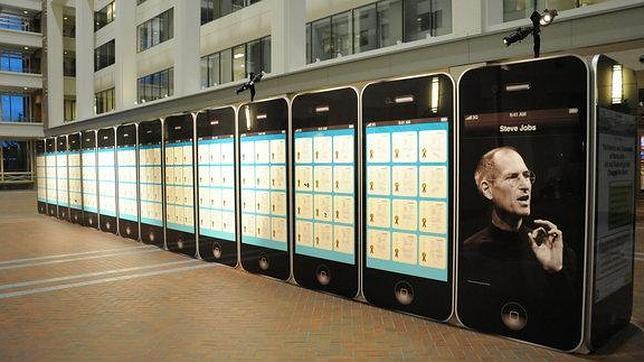 treinta iphones gigantes para rendir homenaje a steve jobs abc es