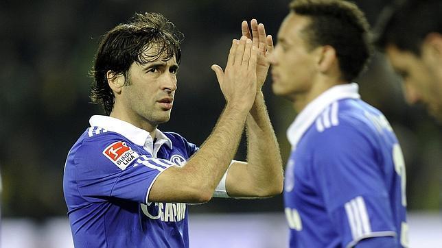 El Borussia Dortmund se impone al Schalke 04 y se coloca como líder provisional