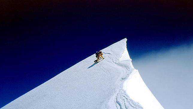 El alpinista francés Jean-Christophe Lafaille llega a la cumbre del Annapurna