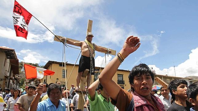 Suspenden un proyecto minero en Perú por la presión popular