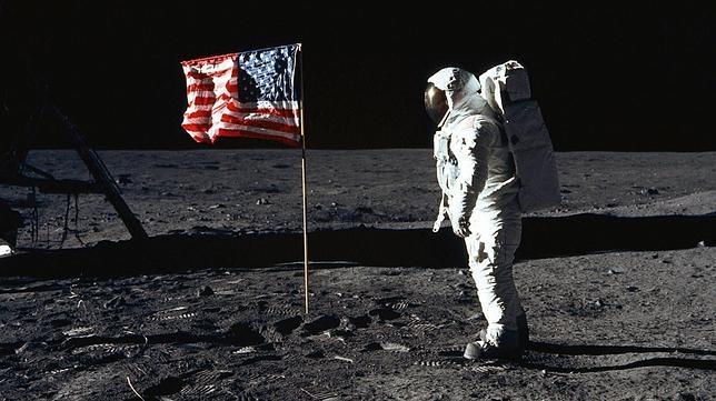 Cuarto Milenio» pone en duda el viaje a la Luna y genera el debate ...