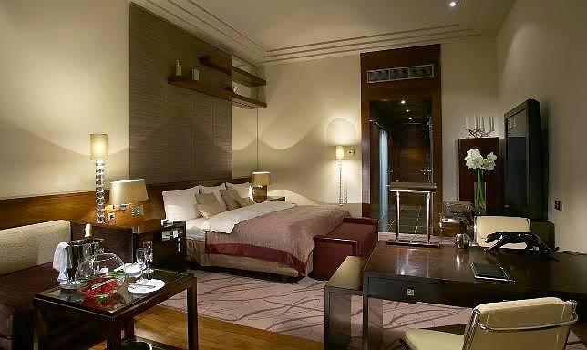 González-Sinde cambia su hotel en Moscú por una suite de lujo