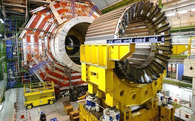 Físicos hallan las primeras señales del bosón de Higgs