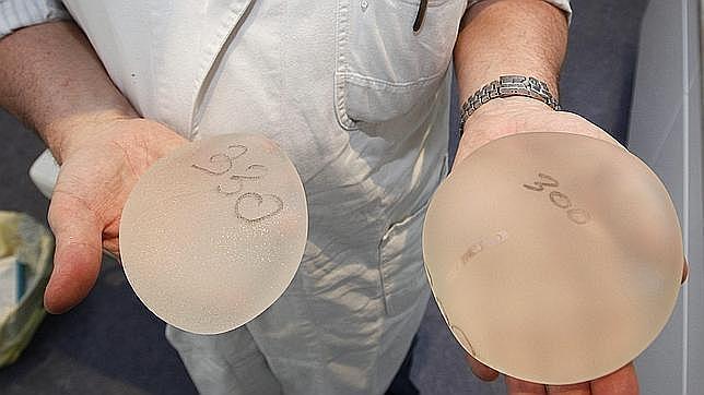Levantamiento de pesas para mujeres con implantes mamarios