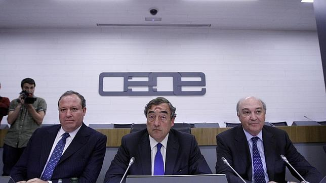La CEOE plantea un contrato de dos años con despido de 20 días