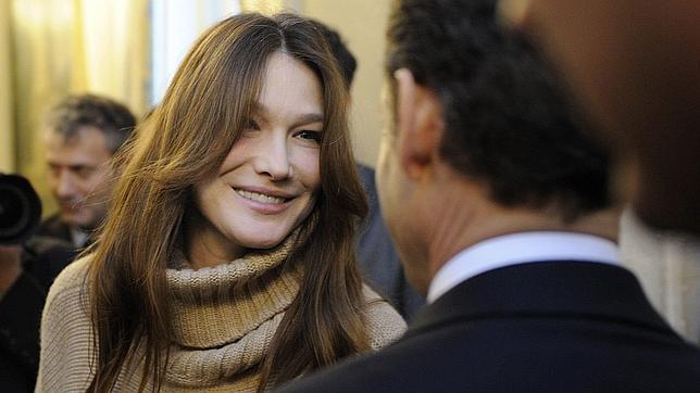 Carla Bruni replica que su fundación no recibió ninguna subvención pública