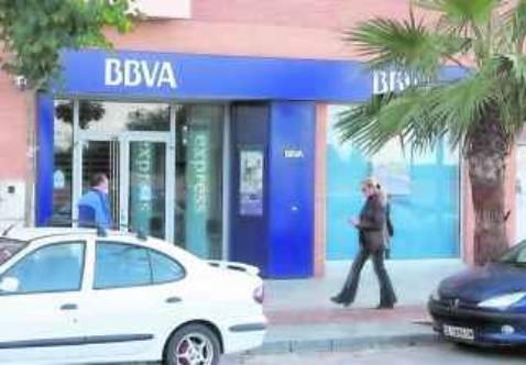 la crisis precipita el cierre de 120 sucursales bancarias