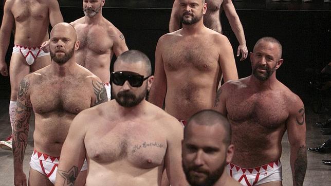 Los hombres con voz grave, menos «machos» Machos1--644x362