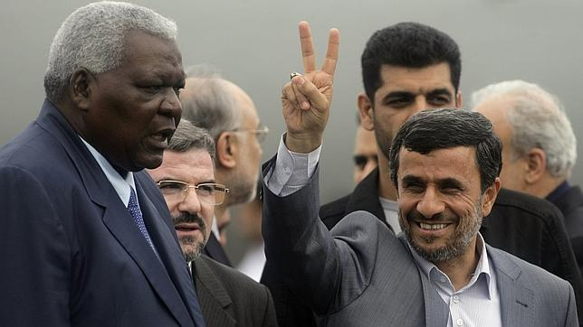 Ahmadineyad llega a Cuba, donde se reunirá con los hermanos Castro