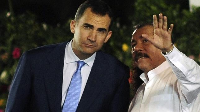 Saludo pero no abrazo entre Don Felipe y Daniel Ortega en su toma de posesión como presidente de Nicaragua