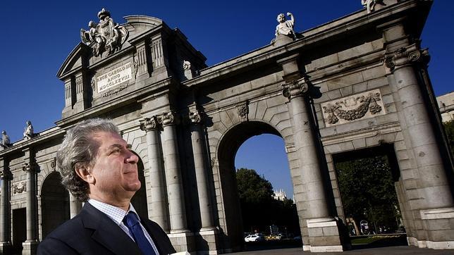 César Antonio Molina: «Al venirme a Madrid cambié el mar por el centro»