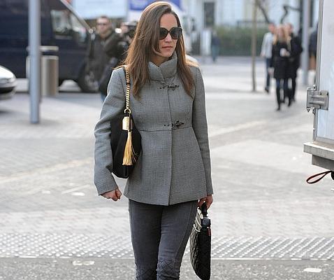 Pippa Middleton causa sensación con un bolso valorado en 1.600 euros