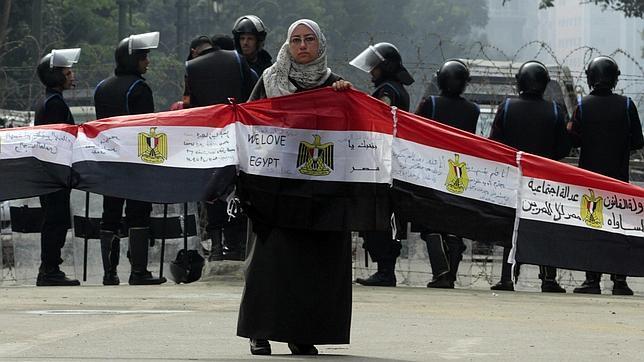 http://www.abc.es/Media/201201/24/Protesta-parlamento-egipcio--644x362.jpg