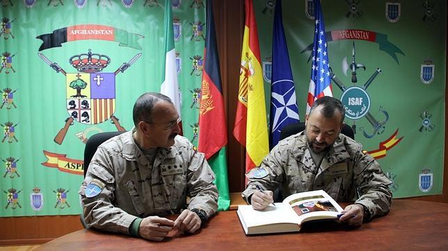 El legionario Demetrio, nuevo coronel al mando de la fuerza española en Qala i Nao