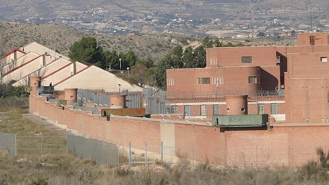 Un ex preso retrata su paso por la cárcel en Twitter como si estuviera dentro