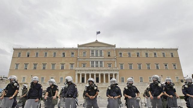 España sigue «el mismo camino que Grecia», según Financial Times