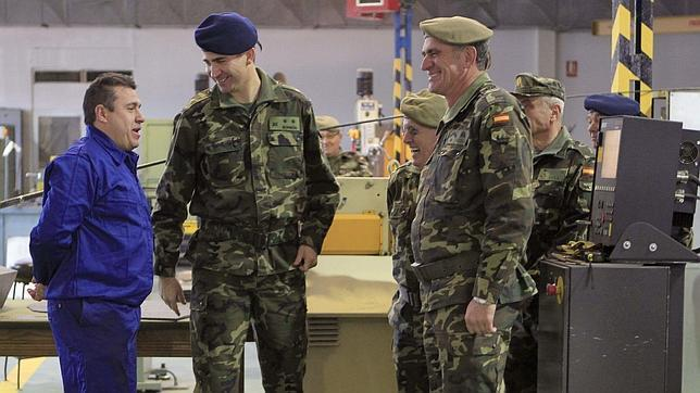 El Príncipe supervisa la defensa del Ejército ante una guerra electrónica