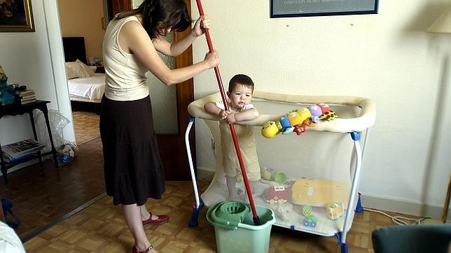 Las familias numerosas que contraten a empleados de hogar for Contrato empleada hogar