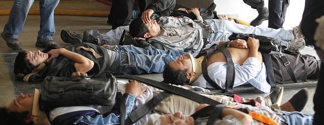 Varios de los heridos, en el suelo de la estación Once