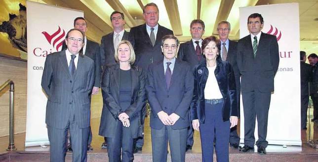 Foto de familia del consejo de administraci n de bbk bank for Bbk bank cajasur oficinas