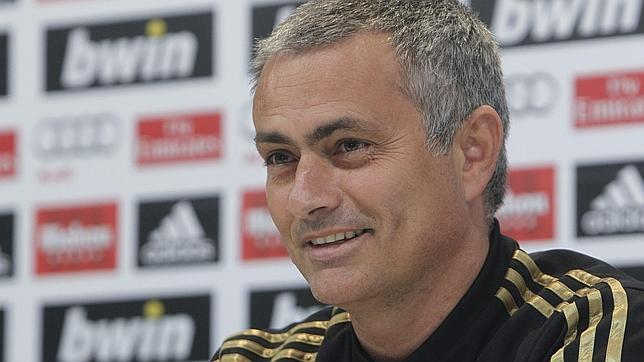 """Mourinho: """"Solo un estúpido querría perder a Higuaí"""