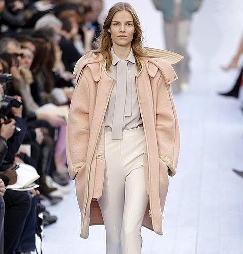 914b1788f Referencias muy distintas en los desfiles de Chloé y Stella McCartney que  se presentaron sus colecciones en Paris Fashion Week