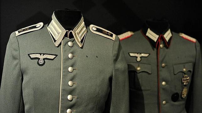 Uniformes y anillos de la alemania nazi