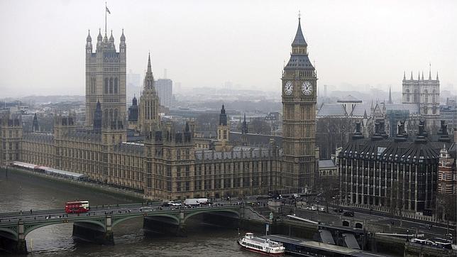 El Gobierno británico planea pagar menos a los funcionaros de zonas pobres