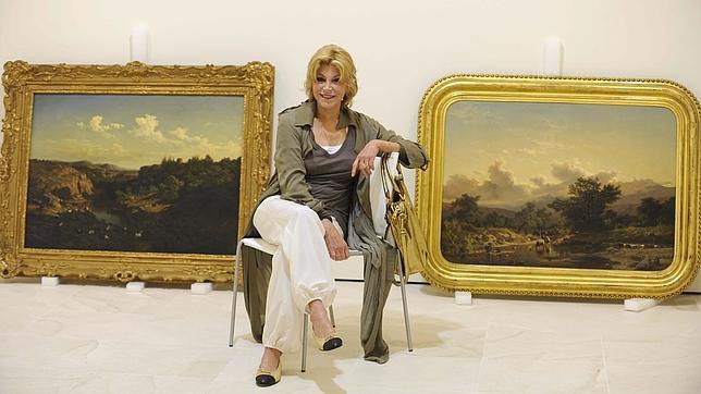 Carmen Thyssen, junto a dos de sus obras, en su museo de Málaga. Francis Silva
