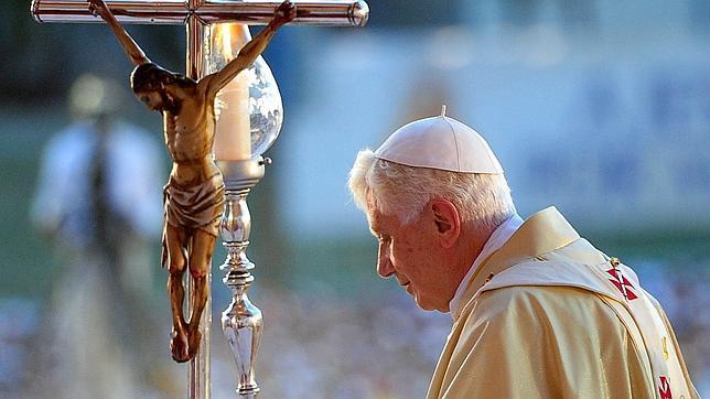 Benedicto XVI pide «una sociedad abierta y renovada» en Cuba