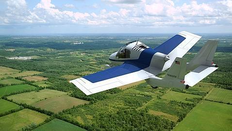 «Transition», transformado en una avioneta, sobrevuela unos campos