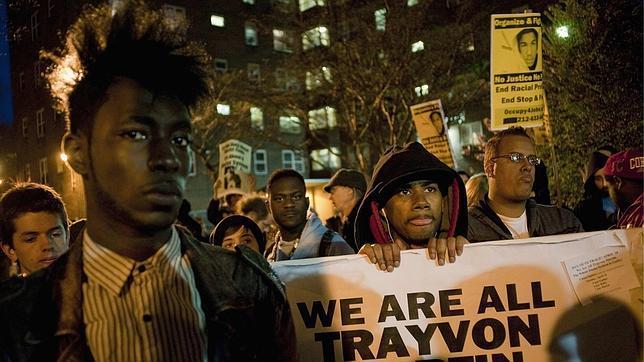 Manifestantes en solidaridad con Trayvon Martin marchan en Nueva York el pasado 10 de abril