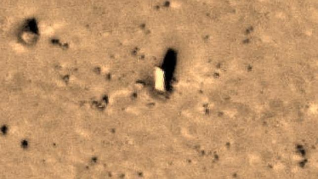 ¿Un monolito de piedra en Marte?