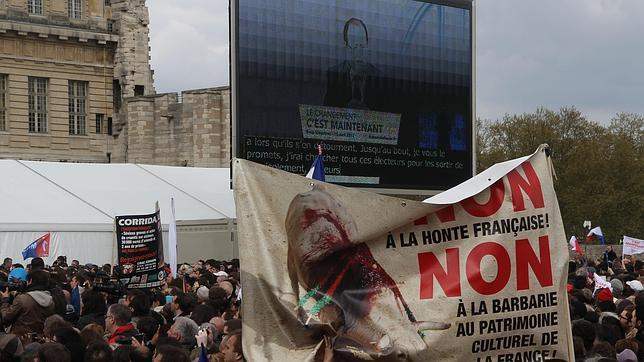 Los antitaurinos se «cuelan» en el mitin de Hollande